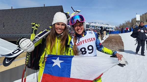 Las corredoras de nuestro club, Noelle Barahona y Josefina Vicuña muy felices después de la carrera. Josefina desgraciadamente se cayó en la primera manga. De