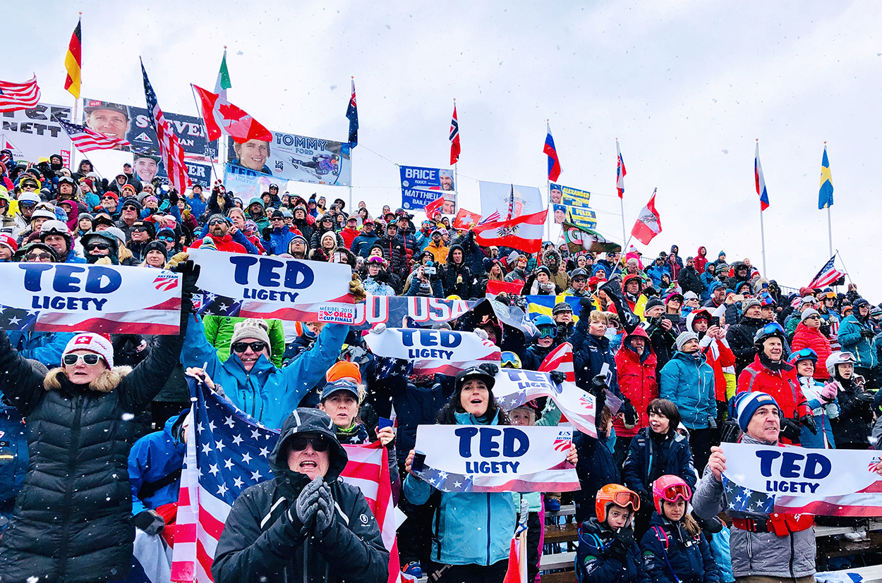 The Fan Community cheering Ted at Birds Of Prey 2019